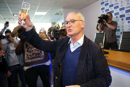 Leicester-City-champagne-press
